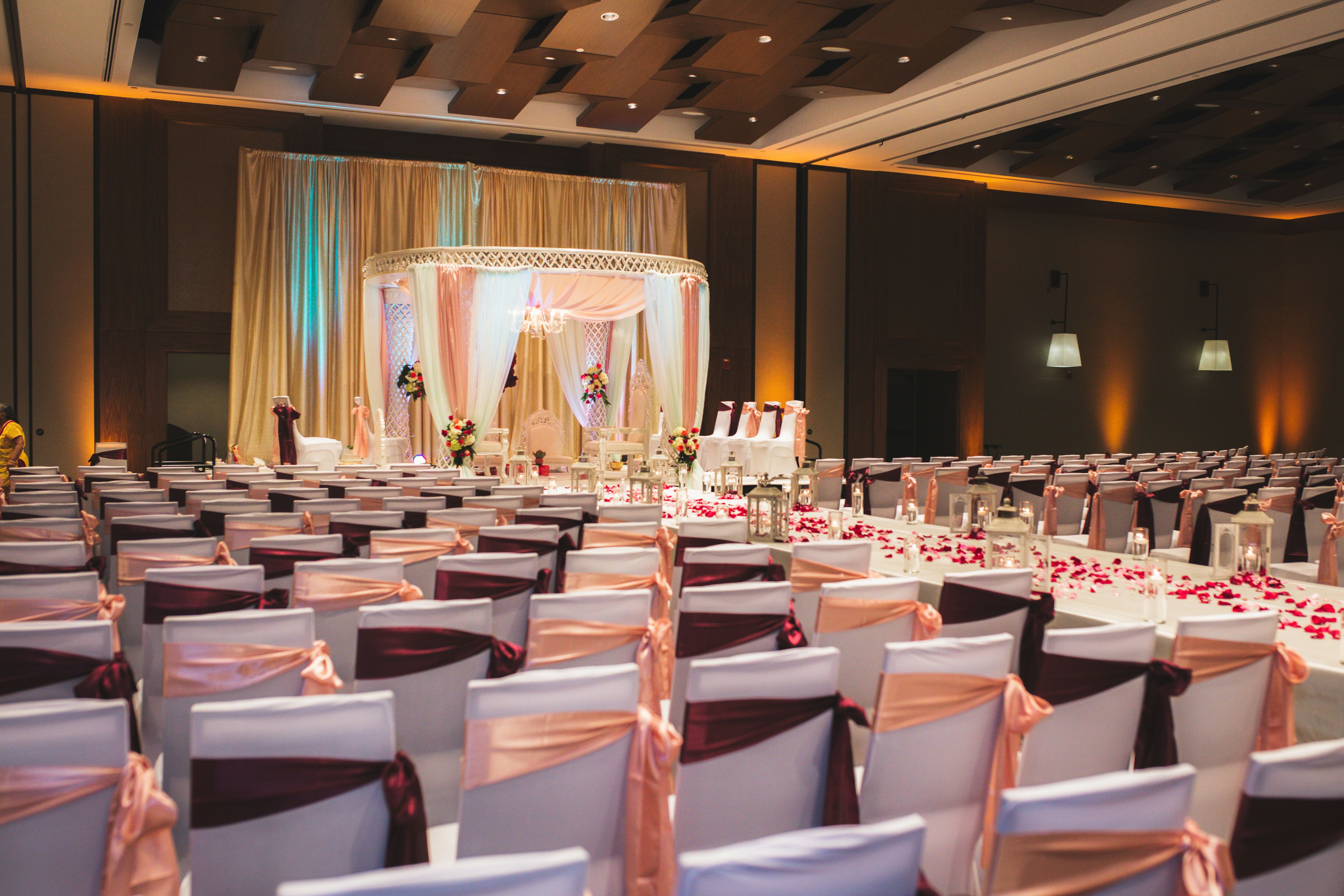 Wedding reception venues in raleigh nc the knot raleigh marriott crabtree valley junglespirit Gallery