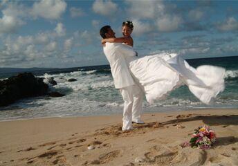 Love Maui Weddings