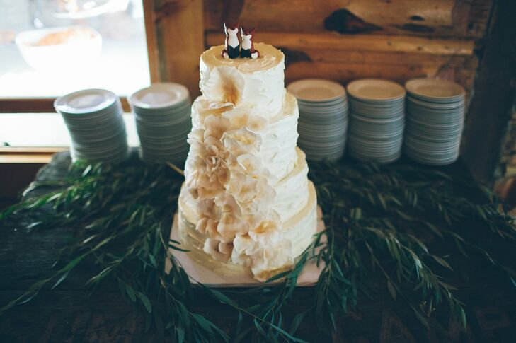 Foxes were present throughout the ceremony and reception, but the cutest rendition was on top of the couple's rustic wedding cake.