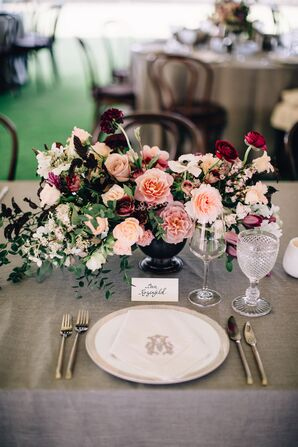 Elegant Centerpiece with Pink Roses and Place Cards