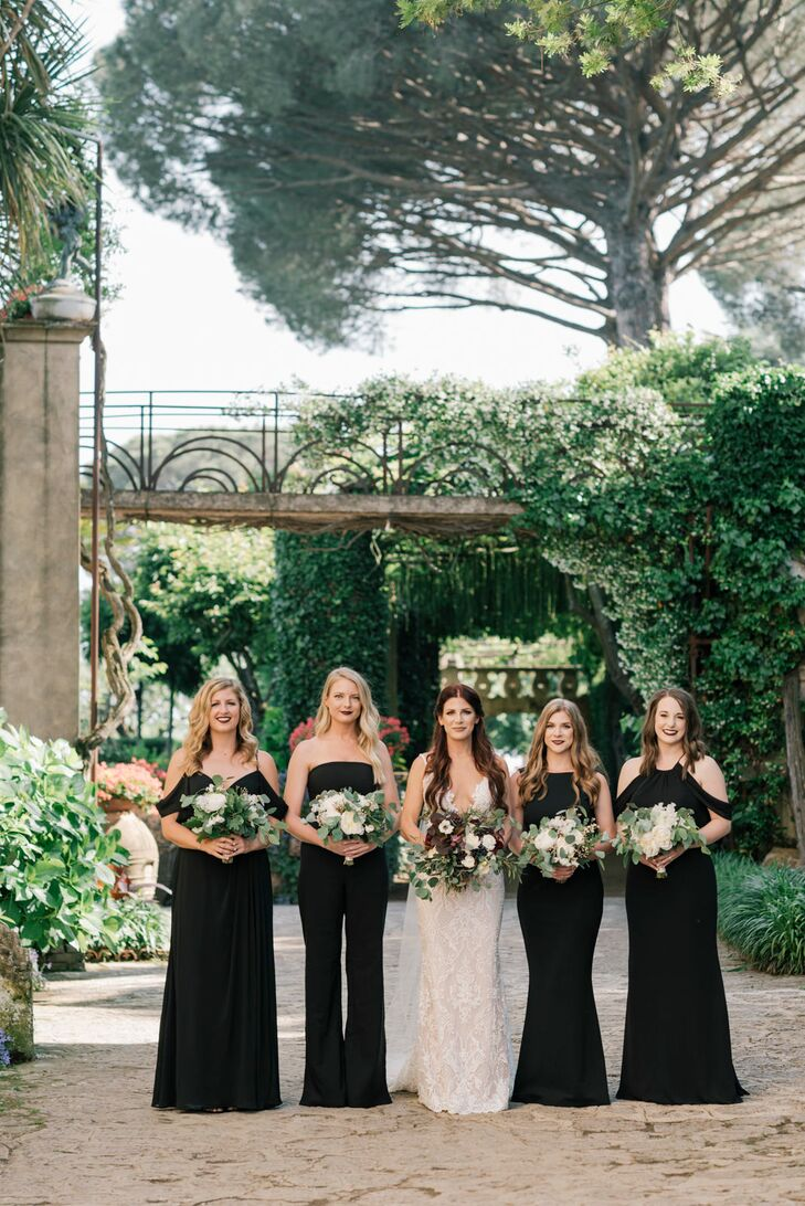 Bridesmaids with Black Dresses and Bouquets