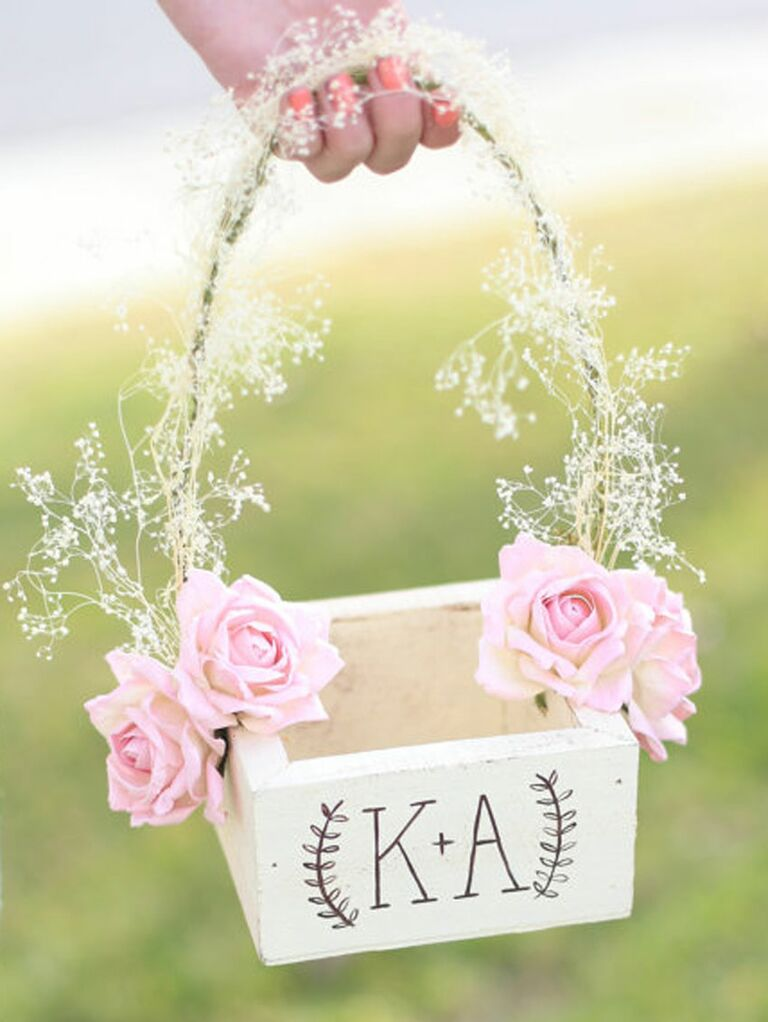 54ea71a632 31 Adorable Flower Girl Baskets