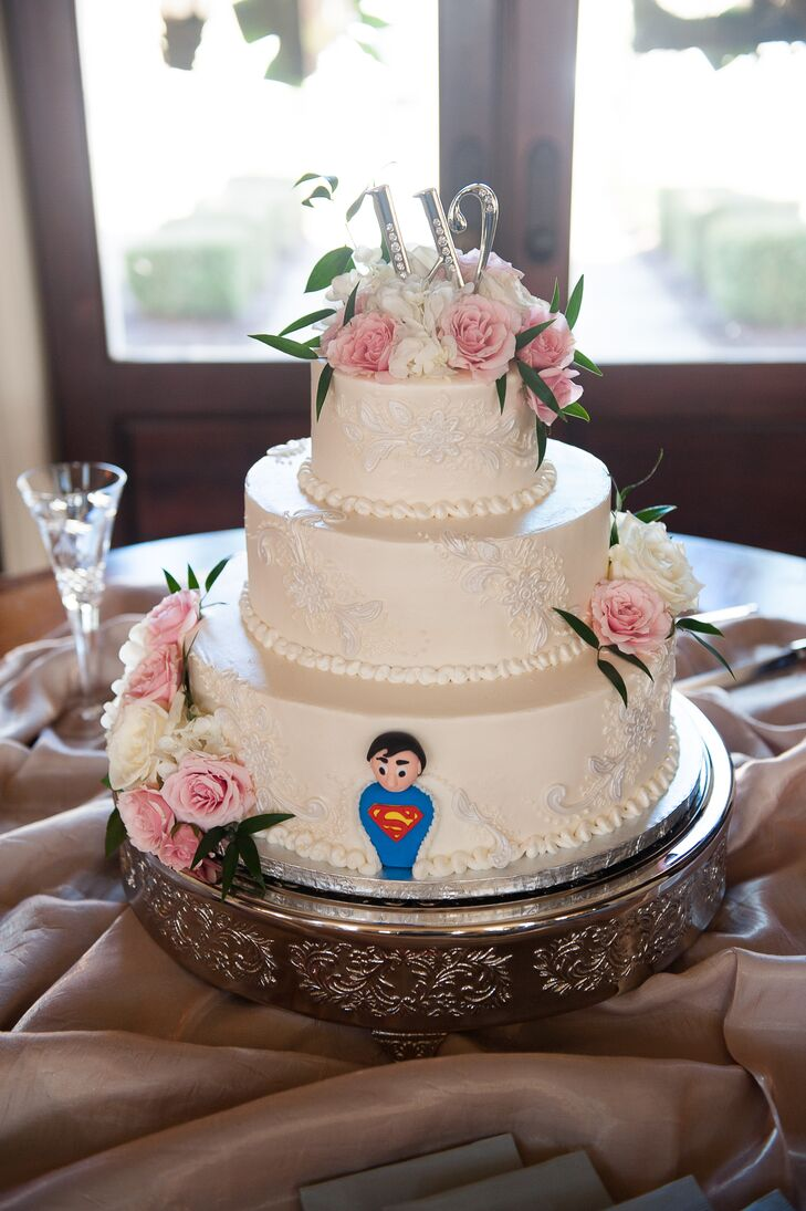 """As a surprise for the groom, Tricia had a small Superman added to the back of their buttercream cake. """"Jim is a nerd, but I love that about him!"""" says Tricia."""