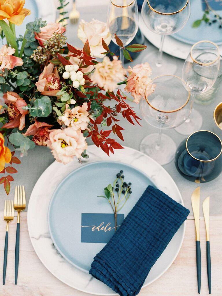 spring wedding centerpieces warm-tones flowers
