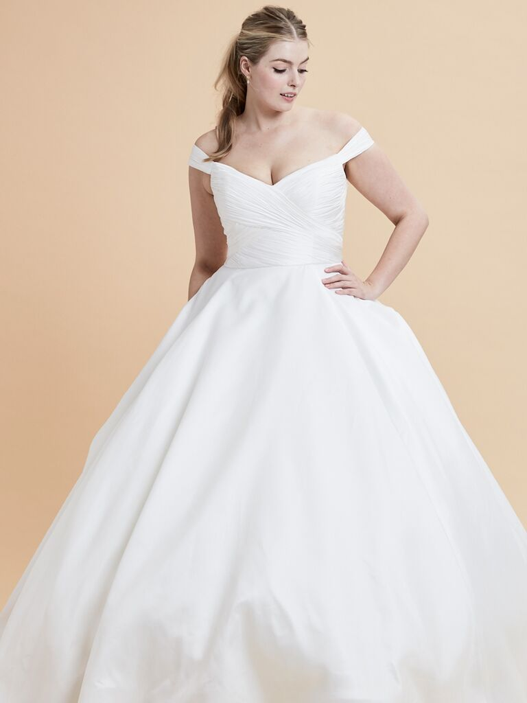 b7bc468fc43 20 Gorgeous Plus-Size Wedding Dress You ll Love