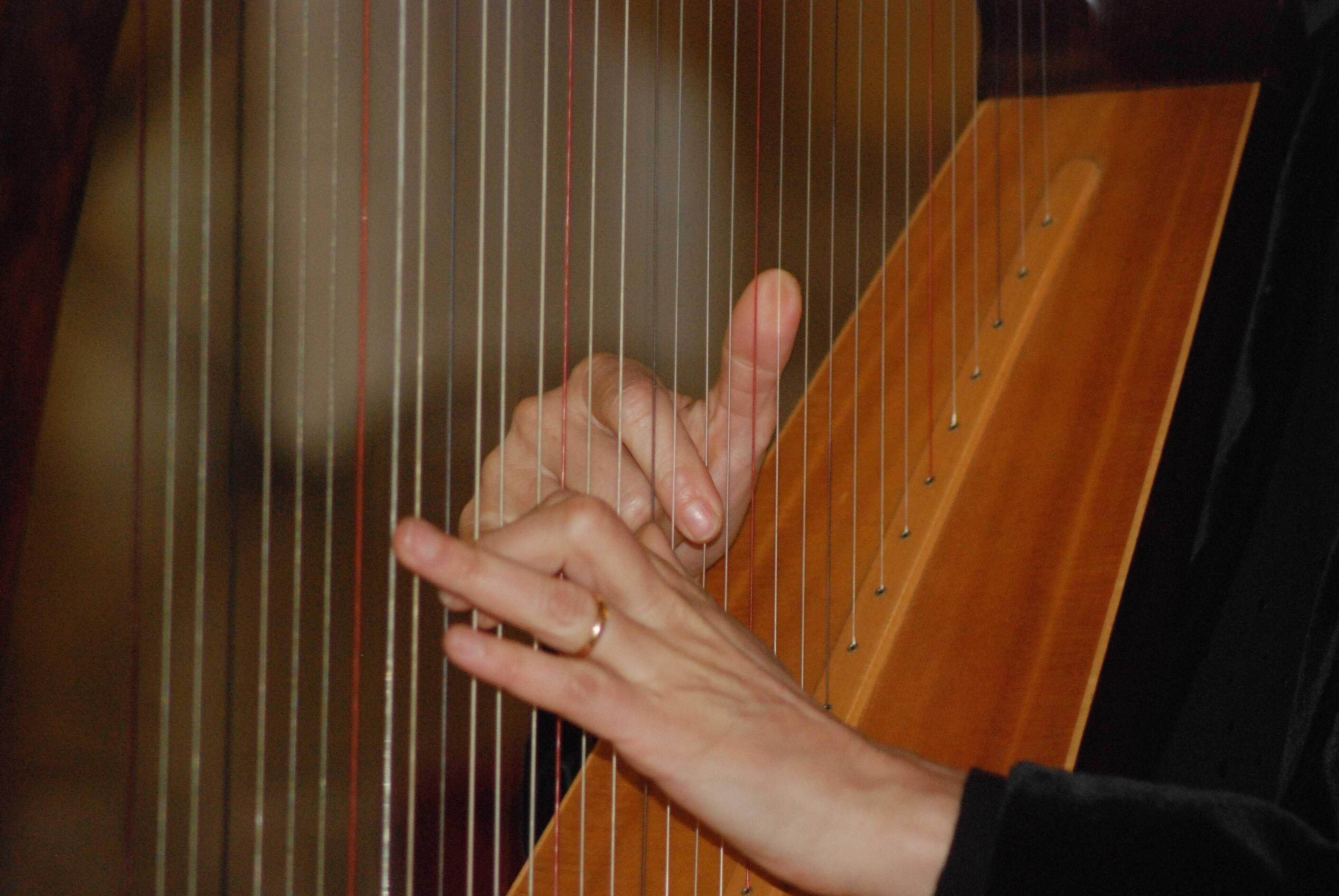 celtic-harp-pixabay
