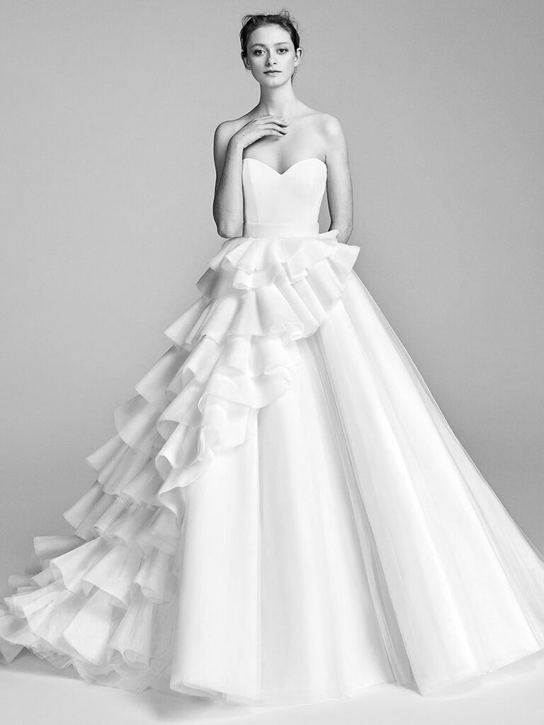 Viktor Rolf Spring 2018 White Tulle Ball Gown With Sweetheart Neckline And Asymmetrical Cascading Ruffles