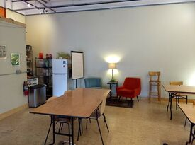 East Bay Community Space - Telegraph Room - Private Room - Oakland, CA