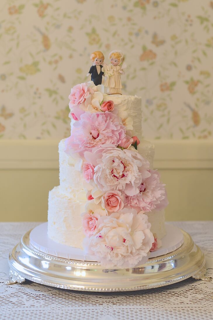 For dessert, Erika and Ralph had an ivory buttercream wedding cake that was topped with a bride and groom figurine cake topper. The cake was also decorated with cascading peonies.