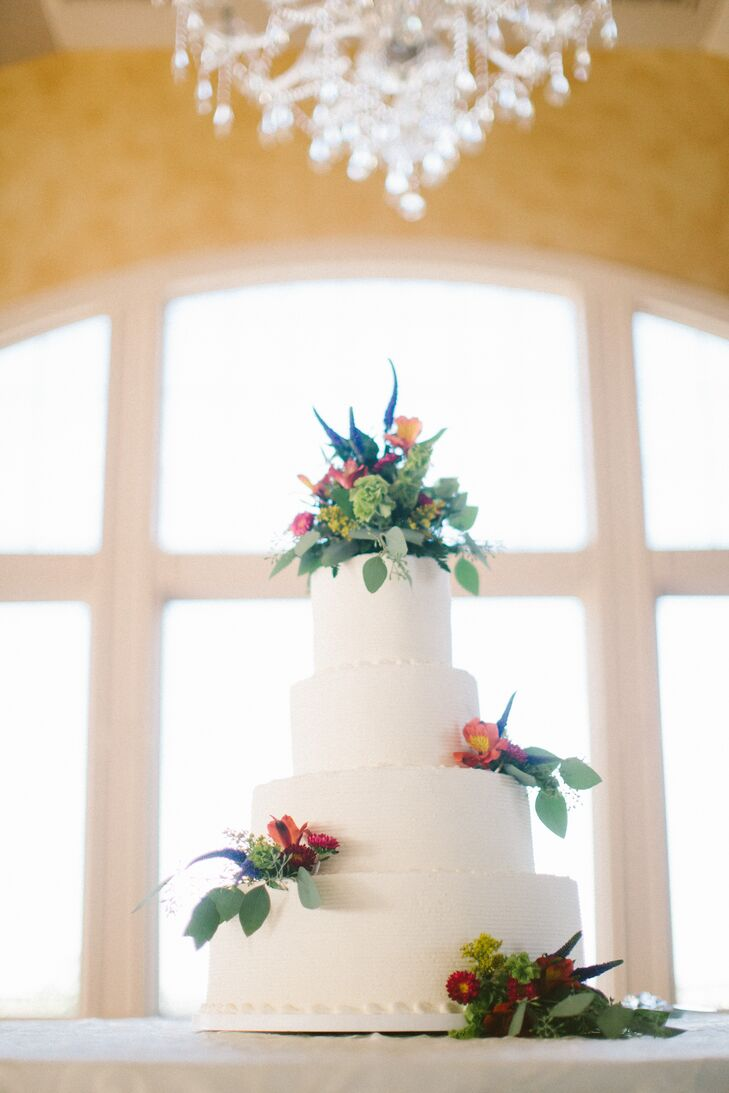 As with everything else at my wedding, I wanted the cake to be elegant and showcase the flowers, says Allison. It was a simple four-tier cake with ivory buttercream frosting and decorated with fresh flowers.