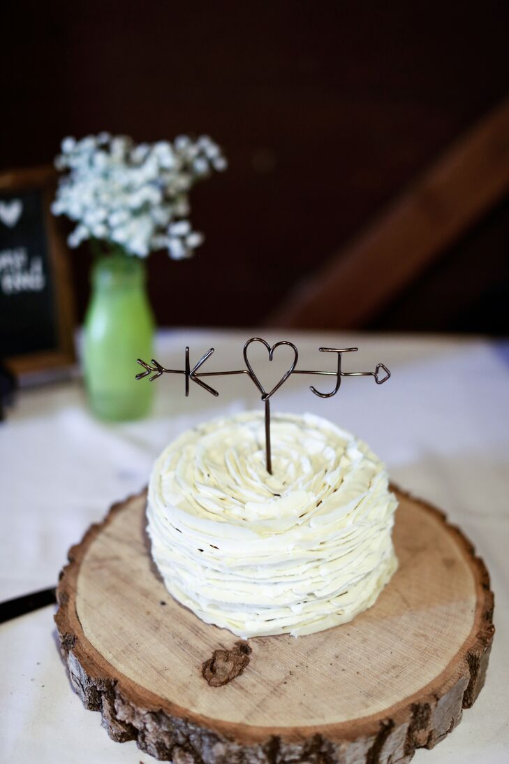 Although Katie and Jon served Key lime, vanilla and peanut butter cupcakes to their guests, they also had a traditional one-tier cake for them to cut. The confection was topped with an arrow-through-the-heart wire topper with their initials.