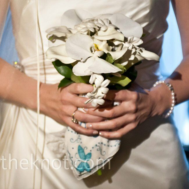 Cindy carried a petite all-white bouquet of calla lilies, stephanotis and orchids.