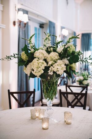 Elegant, Modern Floral Centerpieces With White Blossoms