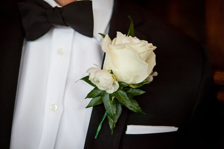 Casey wore a single white rose bloom and a single white ranunculus bloom on his lapel for his boutonniere.