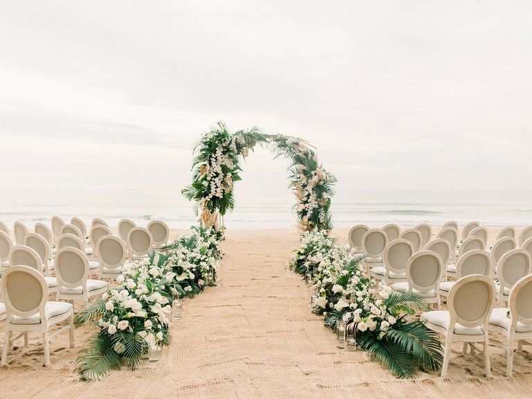 Beach wedding ceremony décor