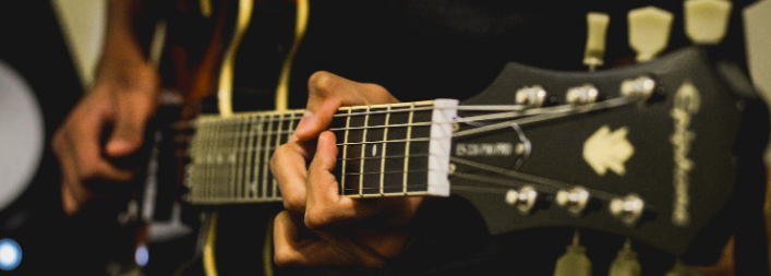How to Book a Solo Guitarist: Pricing Tips from Guitarists