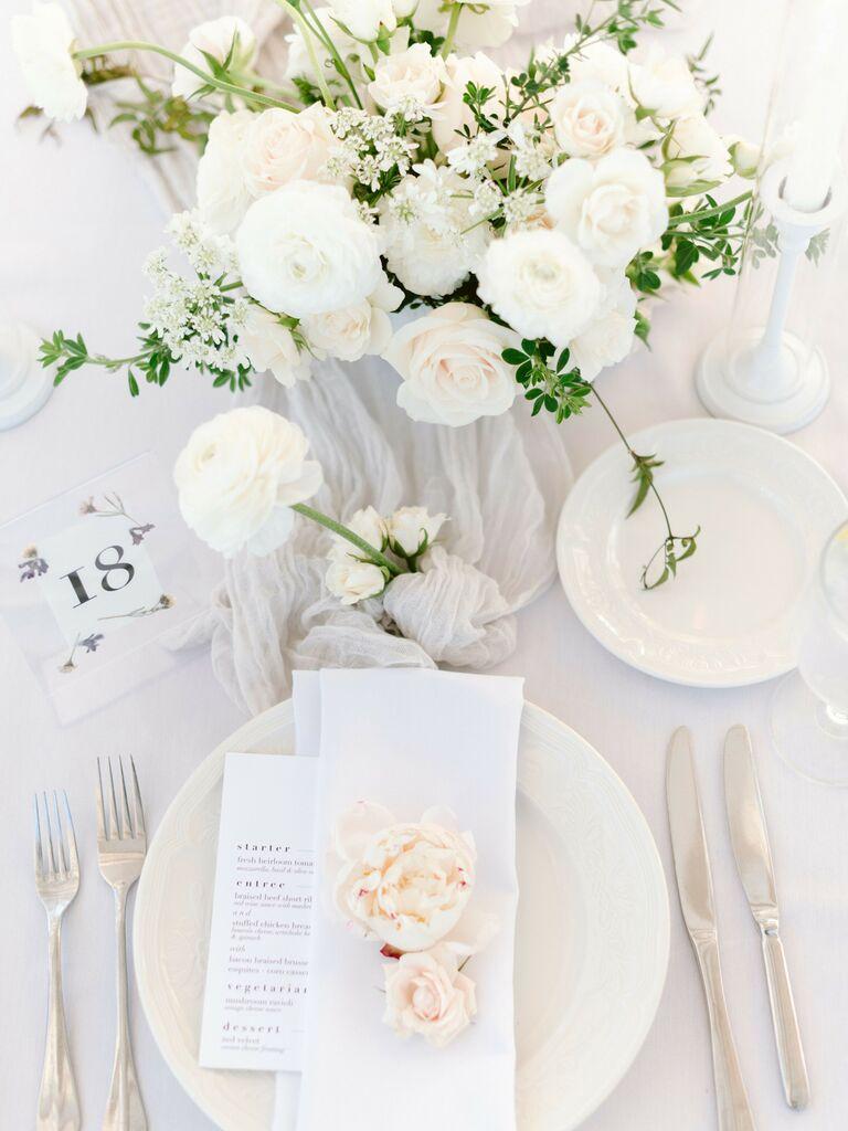 spring wedding centerpieces white flowers