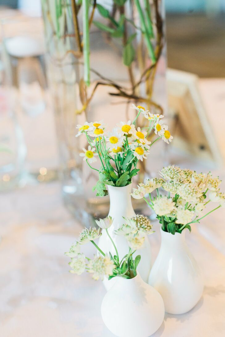 Green and White Daisy Decor