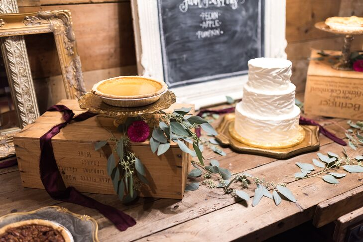 The couple had five desserts (Matt likes cake, and Sarah likes pie). Their cake was almond cake with raspberry filling and white cake with lemon filling. The pies were fall varieties: apple, pumpkin and pecan.