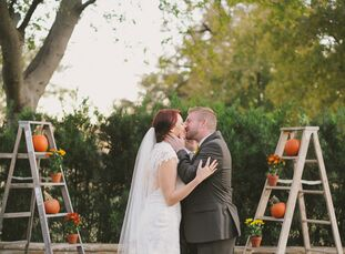 Fall is Shannon's favorite season, so an autumn wedding was a natural choice for the couple. With a color palette based on colorful leaves, the day ha