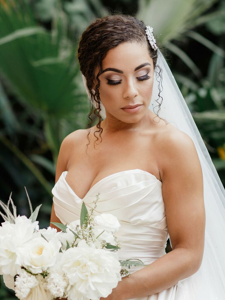 beach wedding hairstyles low bun with veil and sparkly pin