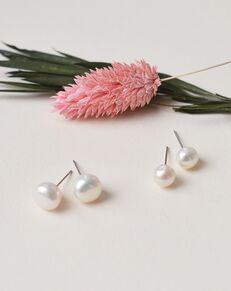 Dareth Colburn Classic Pearl Stud Earrings (JE-4166) Wedding Earring photo