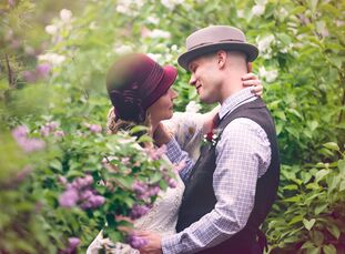 Inspired by a love for 1920s attire, Amber (32 and a scientist) and Jon (32 and a systems administrator) planned for their wedding guests to wear vint