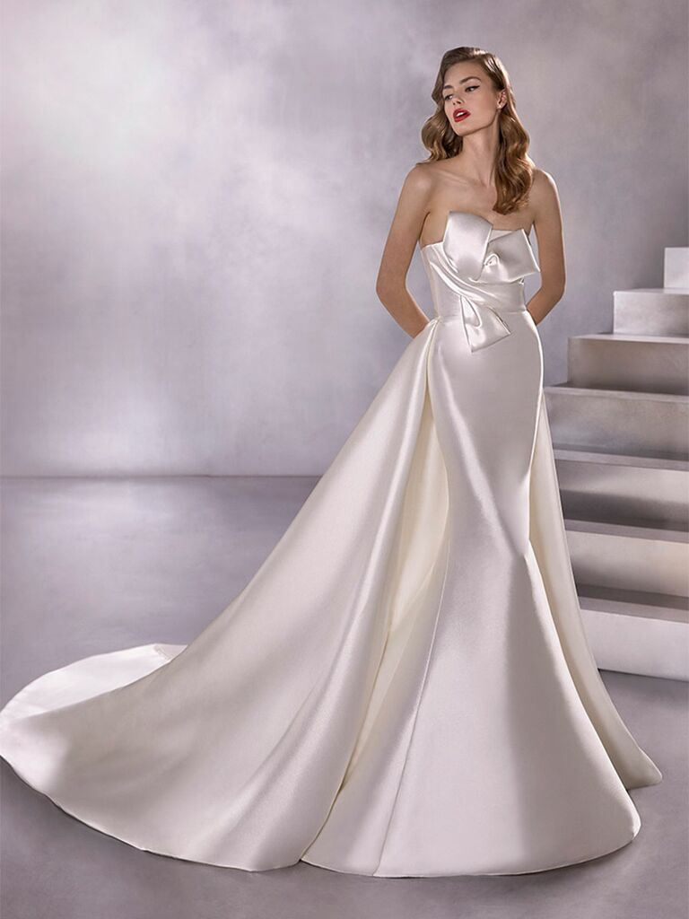 Atelier Provonias wedding dress column dress with bow accent and detachable train