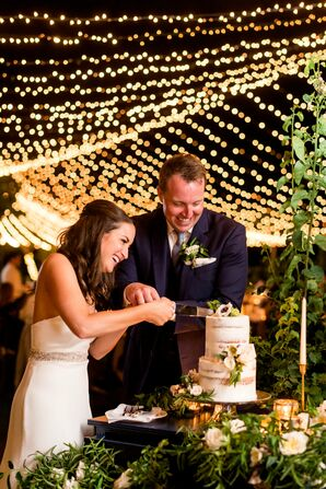 Romantic Garland-Wrapped Naked Cake Display