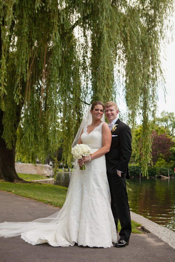 Stephanie Burns (25 and in real estate development) and Maxwell Forsythe (26 and in environmental services) sought a spacious cathedral in Boston, Mas
