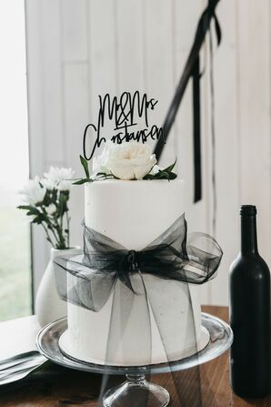 Black-and-White Fondant Wedding Cake with Ribbon