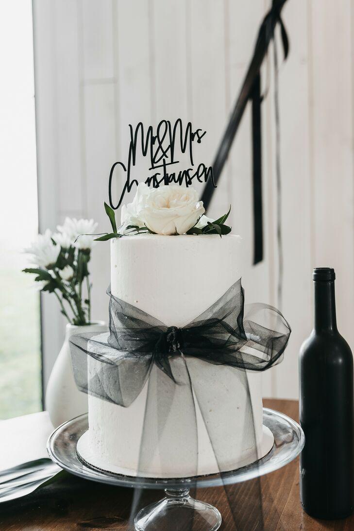 Black-and-White Fondant Wedding Cake with Ribbon