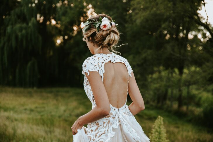 Keyhole-Back Graphic Lace Wedding Dress