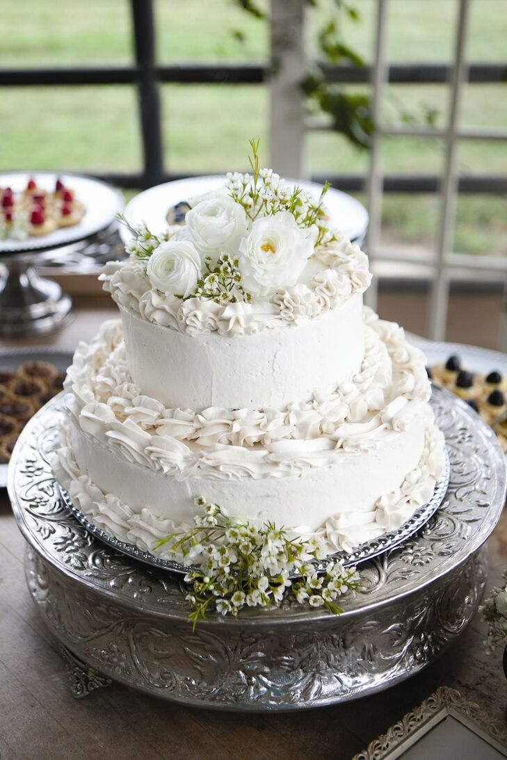 The couple served a creme brulée cake covered in a thick layer of buttercream.