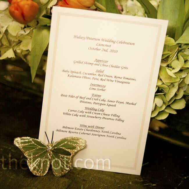 Southern favorites like crab cakes and grits were described on the simple cream menu cards.