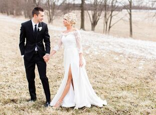 From the flowers to wedding party attire and decorations, every detail embodied a clean lookat this elegant wedding—exactly whatJenna Black and Tyle