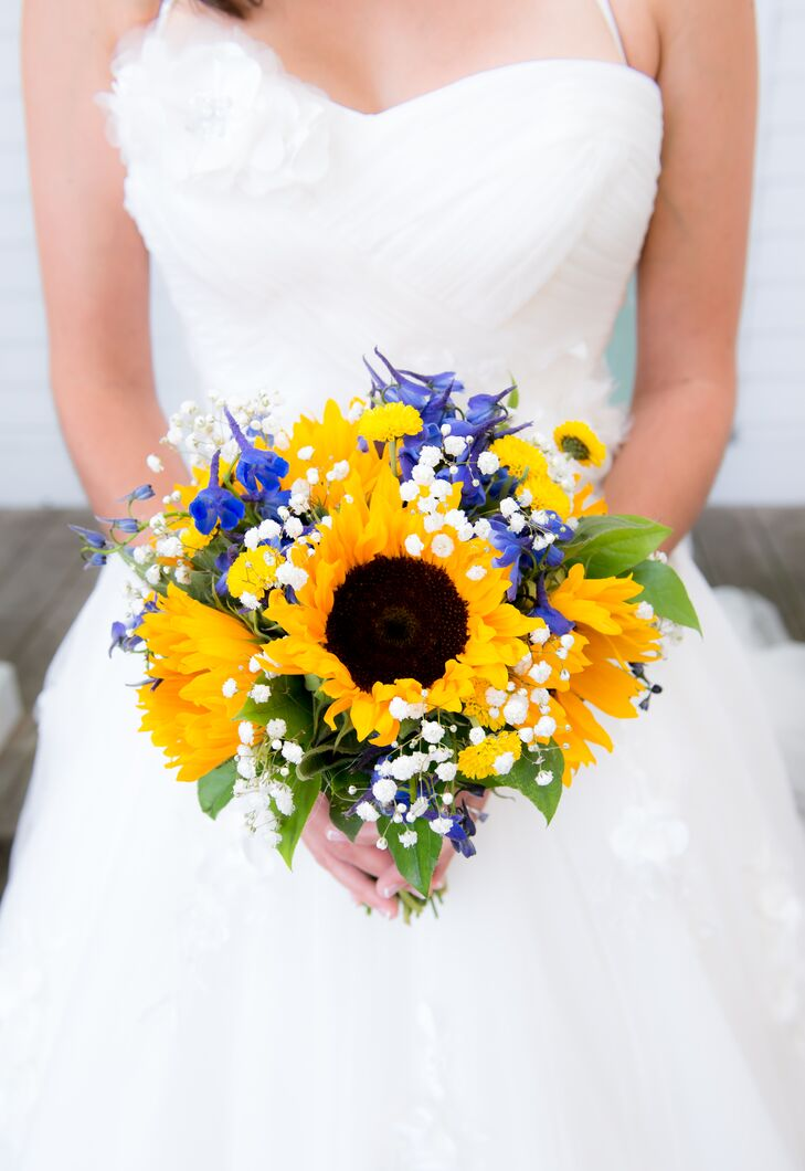 """I knew immediately that I wanted sunflowers, because they make people happy,"" says Kristin."