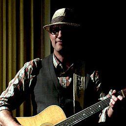 Charlotte, NC Acoustic Guitarist | Clifton Castelloe - Acoustic Guitar Charlotte NC