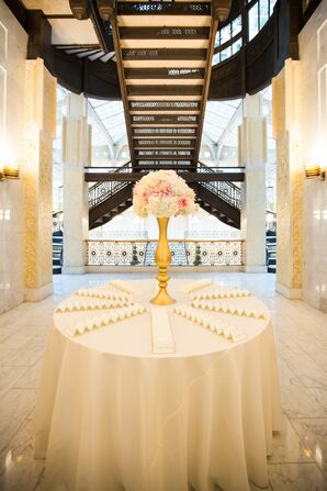 White and Gold Escort Card Display