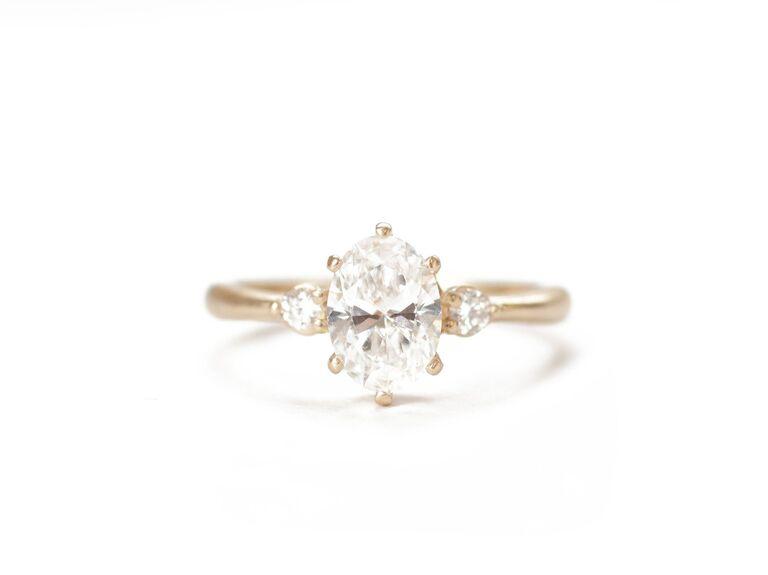 WRMetalarts the minimalist oval ring in 14K yellow gold