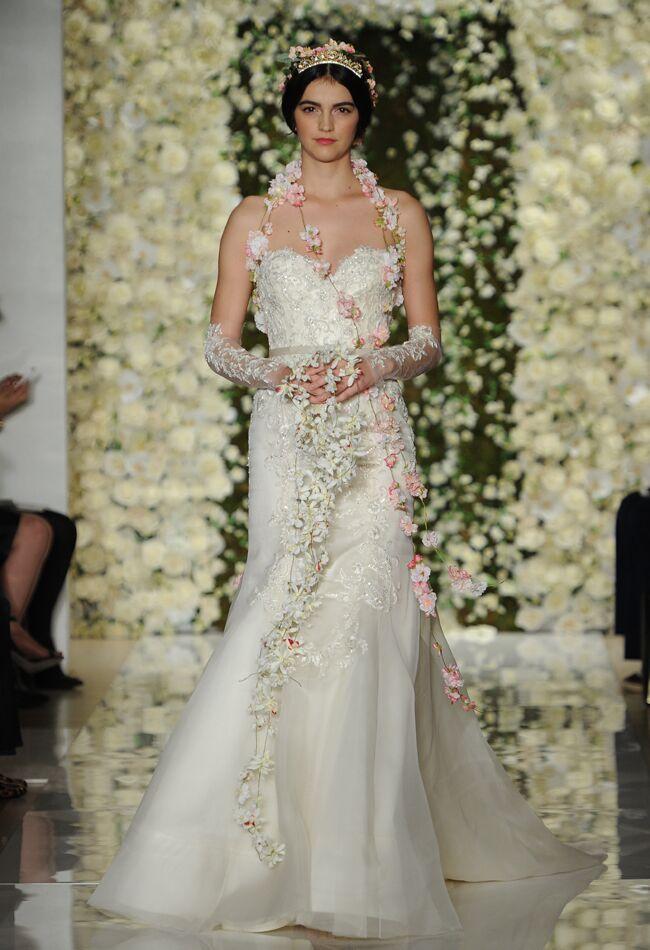Reem Acra Wedding Dresses Fall 2015 | Maria Valentino/MCV Photo | Blog.theknot.com