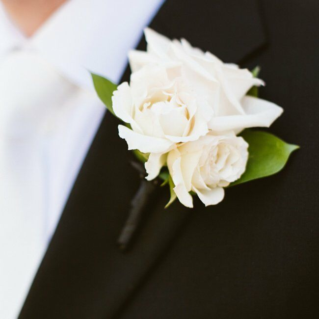 Sean wore a fresh bunch of ivory roses on his lapel to mirror those found in Casey's bouquet.