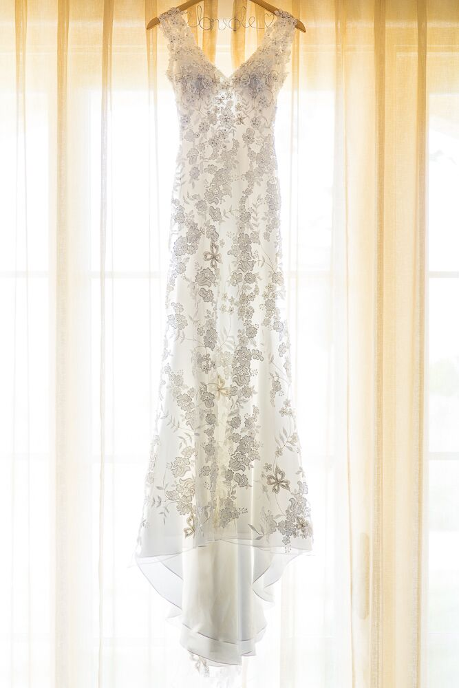 White Lace Allure Sleeveless Wedding Dress
