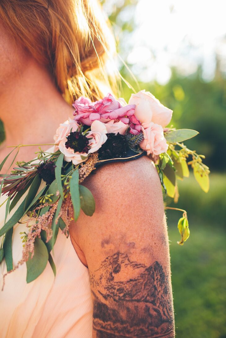 The maid of honor stood out from the rest of the bridesmaids with a unique floral epaulet on her shoulder full of anemones and roses in blush and vibrant pink colors.
