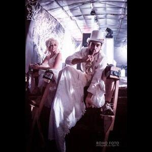 Austin, TX Stilt Walker | Circus Picnic