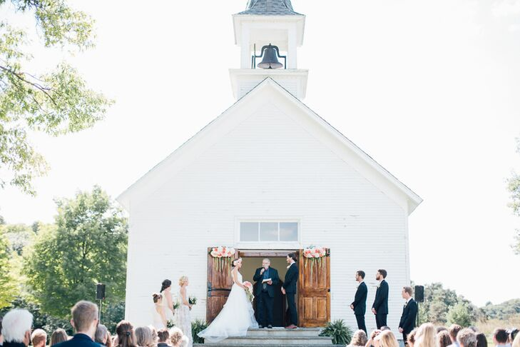 Little White Wedding Chapel.Little White Chapel In Michigan