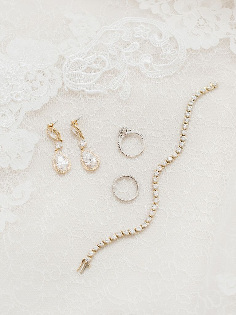 10 things to do after finding your wedding dress; jewelry shopping