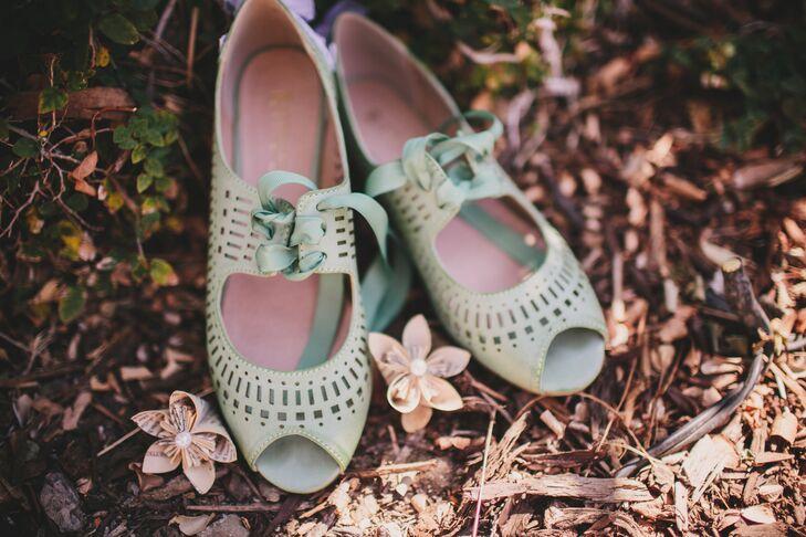 Mint Vintage Shoes With Laces
