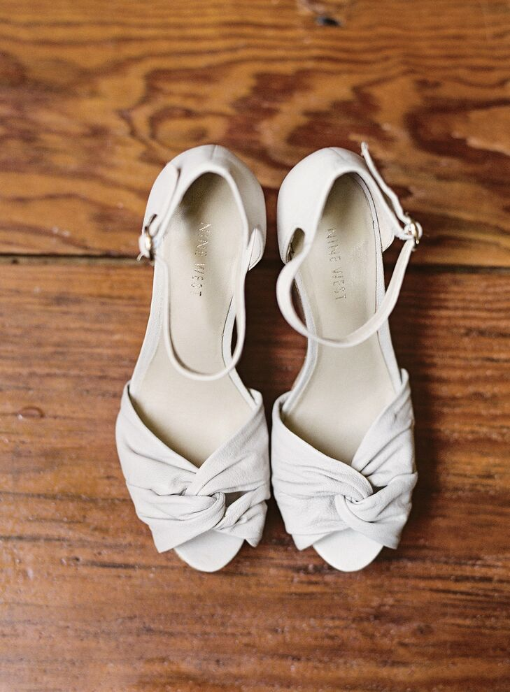 Ayse wore ivory suede Nine West open toe shoes that matched her fitted dress.