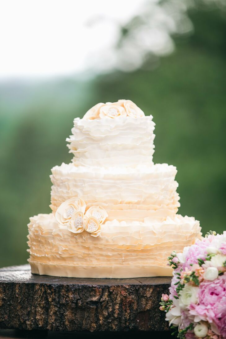 The ruffly layers of Milly and Stephen's cake had a subtle ombre effect.